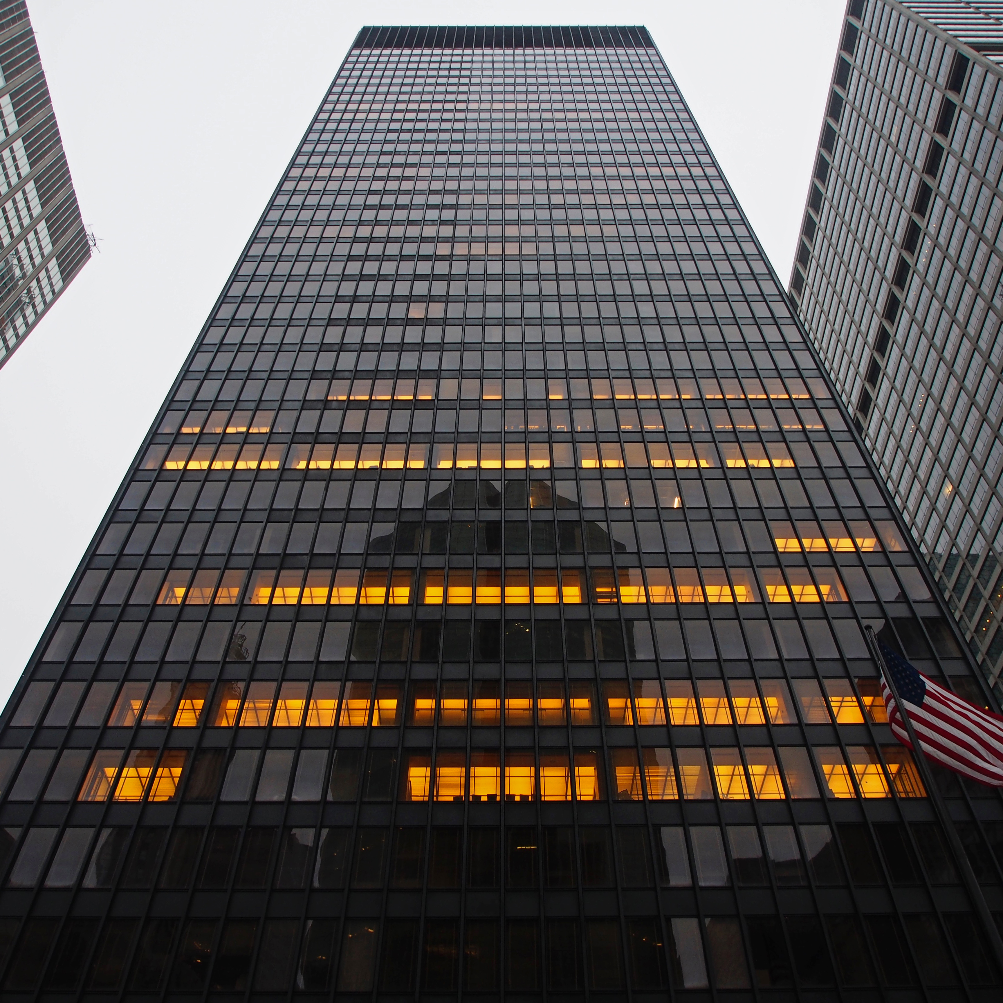 the seagram building essay Mies van der rohe essay sample mies van der rohe introduction ludwig mies van der rohe, along with walter gropius and le corbusier, is widely regarded as one of the pioneering masters of modern architecture.